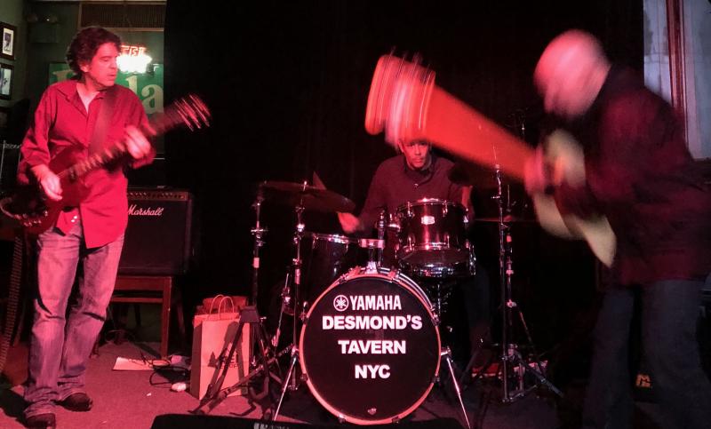 SS at Desmonds w Rick Derringer on Bass